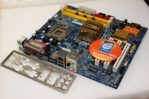 Gigabyte GA-945GZM-S2 Rev. 6.6 mATX Socket LGA775 Motherboard