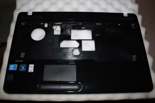 Toshiba Satellite L650 Palmrest Touchpad V000210750