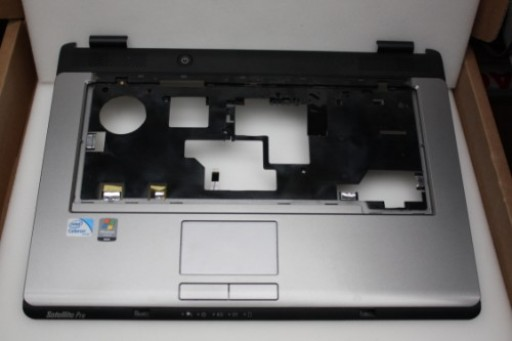 Toshiba Satellite L300 Palmrest Touchpad V000130140
