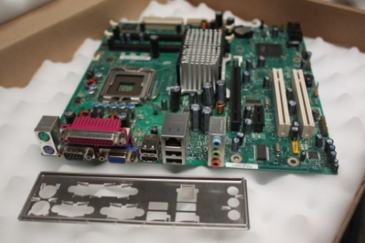 Intel D946GZIS Socket LGA775 Core 2 Duo Motherboard