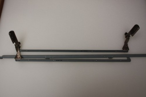 HP Compaq 6820s Hinge Bracket Support Set 6053B0255101 6053B0255201