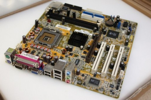 Asus P5S800-VM/S AGP Socket LGA775 Motherboard