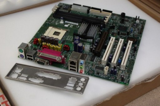 Intel D845HV A63929-305 AGP Socket 478 Motherboard