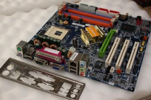 Gigabyte GA-8IG1000MK AGP Socket 478 Motherboard